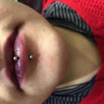 Piercing Labio – Luixmi – Comictattoo