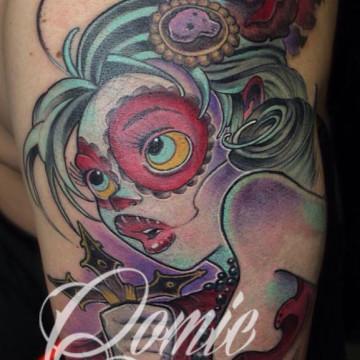 tatuaje-chica-crucifijo-comic-tattoo-hernan-asensi